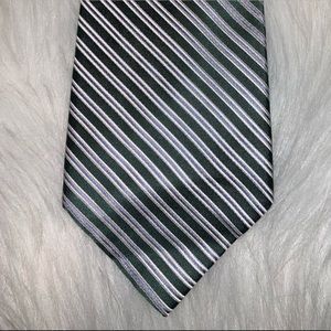 Izod silk green striped tie D
